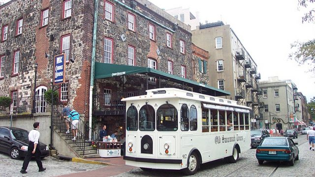 349_1696_old_savannah_trolley_on_river_street.jpg