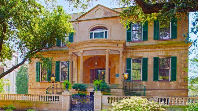Owens-Thomas House & Slave Quarters exterior
