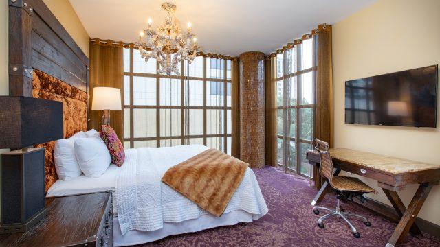 Deluxe Riverview Guestroom